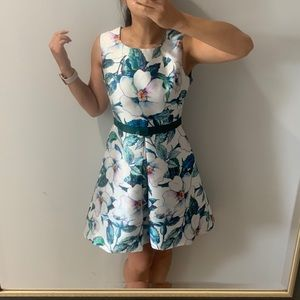 Dresses & Skirts - Flora fit and flare dress 👗